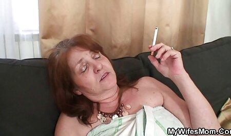 مرد فوق العاده آمد به دیدار یک دختر و او را بر روی تخت مورد تجاوز قرار حشري گرفته