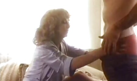 عکاس licks مدل, کلاه قرار می دهد و دیک فیلم سکسی حشری جدید خود را در