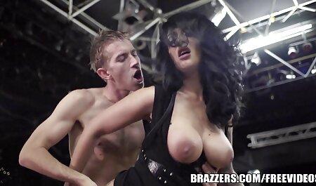 دو دختر از آن لذت ببرید بر روی نیمکت با یک مرد و مبادله هر یک از دیگر در صحنه سکس حشر های جنسی