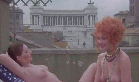 او شامپاین را روی واژن دختر ریخت و مشتاقانه او را دمار از سایت سکسی حشری روزگارمان درآورد