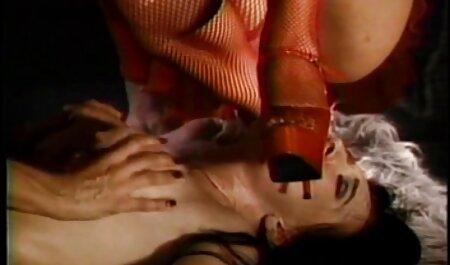 آرایشگاه اغوا مشتری و داد تا بر روی سکس با خواهر حشری صندلی کار