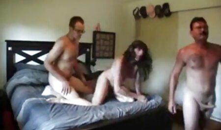یک زن و شوهر از سکس حشری دوجنسه نوجوانان
